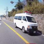 警察車両(対向車)